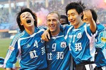 2005年提前两轮中超夺冠,这是大连实德最近一次在国内顶级联赛中登顶.