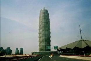 从陌生到熟悉,从二七塔到大玉米,郑州的地标性建筑一直在变。