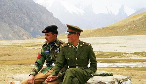 实拍真实的中巴边境巴基斯坦对中国不设防,两方守军不足60人