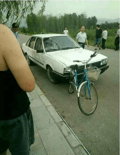 汉中勉县:驾校教练车撞死行人司机涉嫌交通肇事罪被刑拘责:在途中发生了这样的事故.
