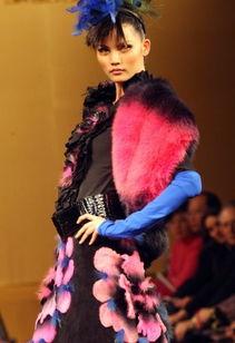 模特展示2008皮草新款时装