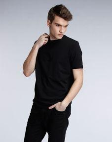 说人穿黑色的衣服 不好吗