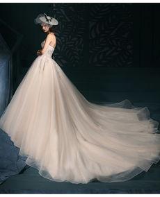 小拖尾婚纱的魅力