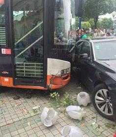 女乘客与司机起冲突引发