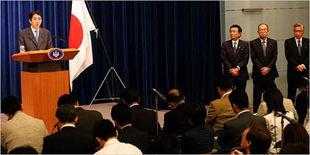 解读安倍戏剧性告别日本政治多事之秋