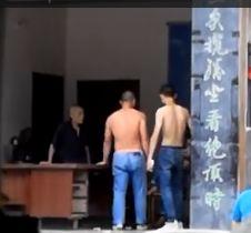 什么情况桂林2男子赤裸上身大闹景区,原因让人目瞪口呆