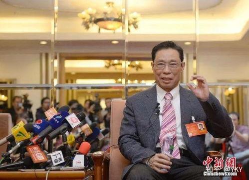 钟南山在北京回答记者