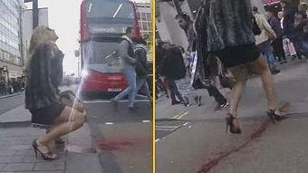 这女子过马路经血喷发路人傻眼组图
