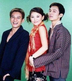 2004年李湘由于工作原因,离开了主持人行列,只身去了北京快本,所以,有一段时间,只有何炅与李维嘉在主持.