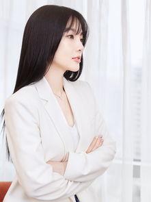 低调复出李小璐造型干练秀发披肩空气刘海减龄