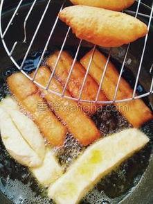 家庭小油条的制作方法(正宗油条和面方法)