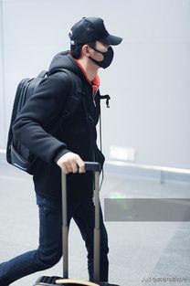 李晨现身上海机场,眼神锐利面对镜头,自拉行李箱一路疾走她生活穿衣搭配网
