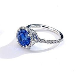 ...割18K白金和蓝宝石订婚钻戒-艾嘉帮你精挑细选12款细节绝美婚戒