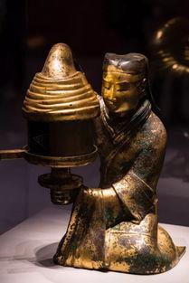 西汉·长信宫灯西汉·鎏金银青铜蟠龙纹壶而鎏金则更为复杂.