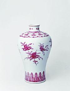 釉里红三果纹梅瓶,清乾隆