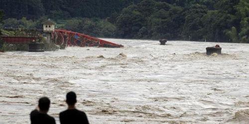 日本九州暴雨致56人死亡安倍称将投入8万人救灾