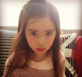 韩国小萝莉走红 粉嫩肌肤嘟嘟唇