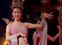 泰国人妖皇后选美现场(组图)