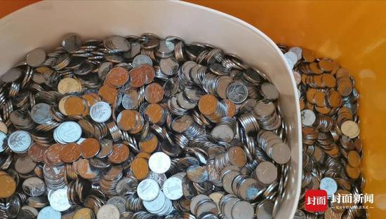 数钱数到手抽筋6000元离职赔偿金全是硬币,公司违法吗