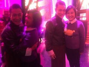 贾玲与刘德华后台合影天王遇上女汉子