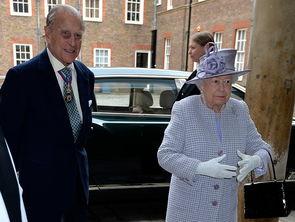 当日,英国白金汉宫发布声明称,英国女王伊丽莎白二世的丈夫菲利普亲王将从今年秋季起不再履行王室公务。