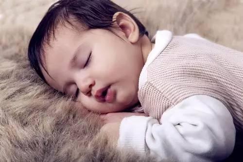 宝宝睡觉头出汗的原因