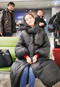佟丽娅将黑色垃圾袋身上穿,一万的羽绒服也显low