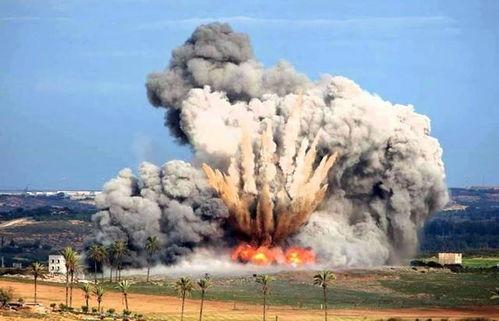 2009年1月3日,在加沙地带北部,以色列的f-16战机向当地投掷炸弹,爆炸的瞬间被拍下.