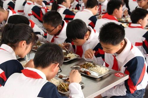 哈尔滨4所学校240名学生出现呕吐腹泻校园食堂值得重视
