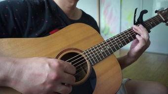女生弹吉他英文歌笑场
