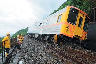 昨天搭乘台湾铁路出轨自强号列车的台东籍林姓乘客没有抱怨,反而感谢台铁驾驶畲宗沛救了全车乘客。