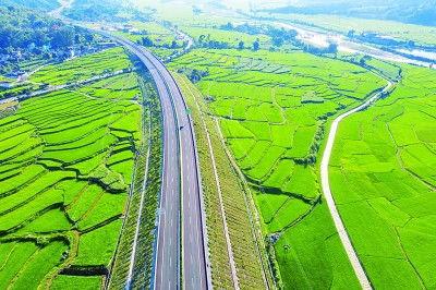 云南腾冲至陇川高速公路建成通车