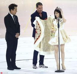 亚洲最美的人都爱穿卫 衣