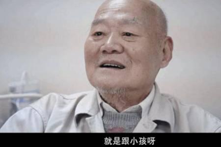 上海老人将300万房产送给水果摊主上海老人将300万房产送给水果摊主一事当中,水果摊主一家最开始对老人有着百万房产并不知情,可依旧还是对这位老人照顾有加,一家人接纳他并给予他爱与关怀.