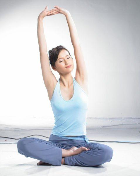 清晨瑜伽将身体唤醒