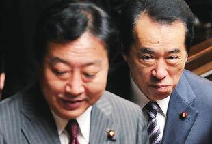 菅直人(右)与野田佳彦在日本东京出席众议院全体大会