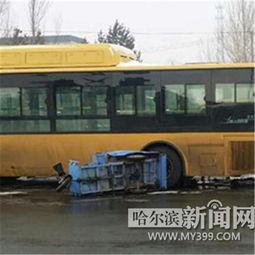 公交与三轮相撞 男子被卷入公交车轮下当场身亡