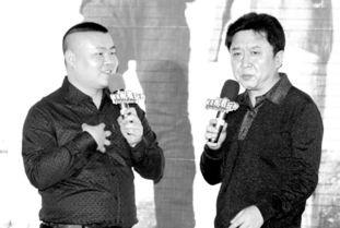 岳云鹏(左)和于谦(右)出席电影《就是闹着玩的》发布会。