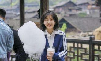 但是没有想到最后却邀请了不过17岁的张子枫,张子枫虽然是