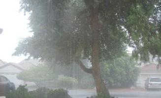 描寫大雨的4個字的詞語