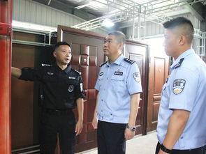月日上午,天津市公安局特警总队一支队副支队长尚海一行到巡特警大队交流学习攻坚突入破拆战术.