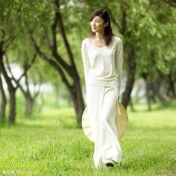 赤脚散步延年益寿  长期赤脚走路的女人