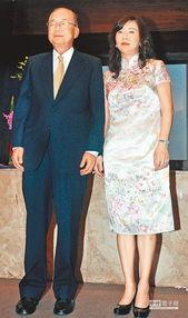 台湾82岁前高官谱黄昏恋情 与娇妻相差35岁