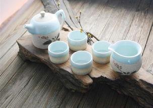 请问网友,国学大师——翟鸿燊说:晚上不宜喝茶因为喝茶会导致人的(