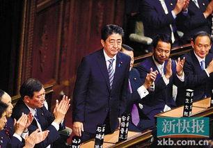 自民党总裁安倍晋三(中)当选日本首相后向议员致意.