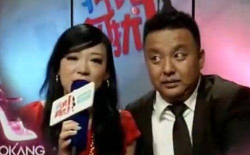 王佳牵手男嘉宾.