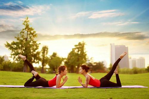 """16个""""入门级""""居家晨练瑜伽动作,每天半小时,越练越美丽!  瑜伽每天必练8个动作"""