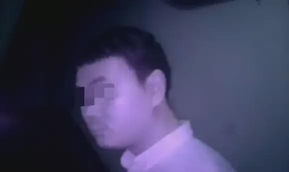 男子飞机上猥亵女乘客90分钟被拘留7日,照片曝光
