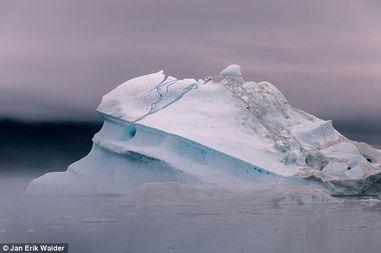 摄影师拍海面冰川 荒芜之地美如仙境