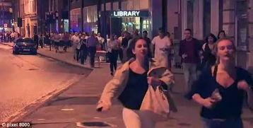 当他看见几名歹徒在袭击门卫、试图冲破酒吧时,他勇敢地冲上去与歹徒肉搏,不仅救了门卫的性命,在与歹徒缠斗的同时,也为许多在场市民争取了逃走的时间.